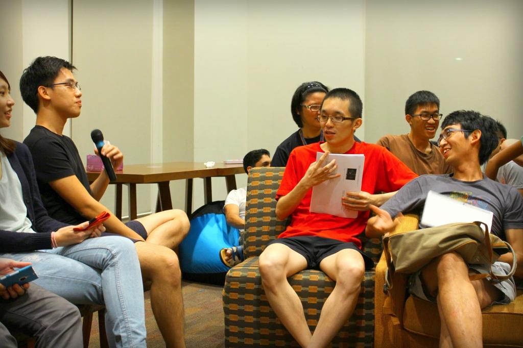 Derek asks Jia Liang a question.