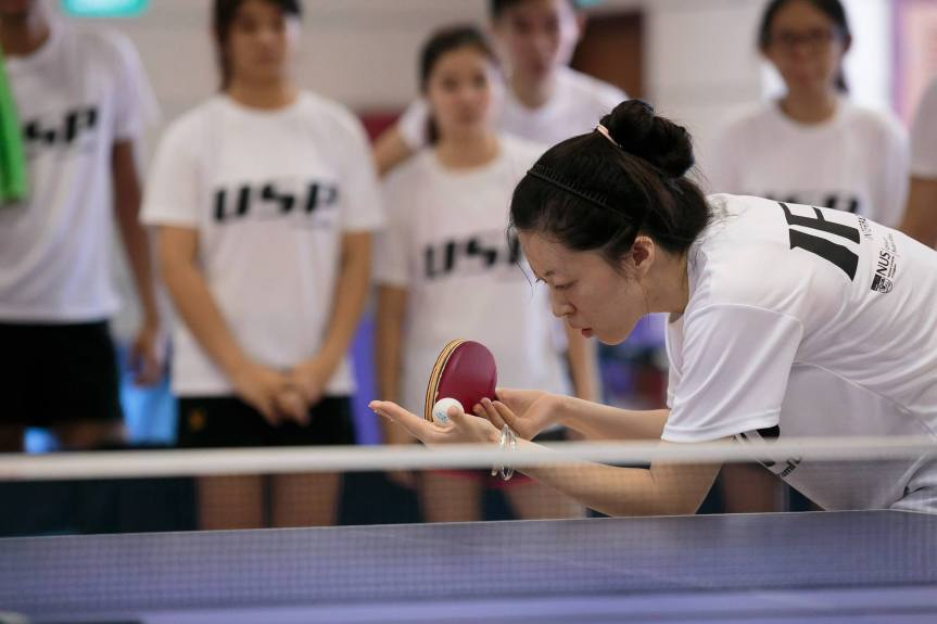 Song Shuang serving the ball