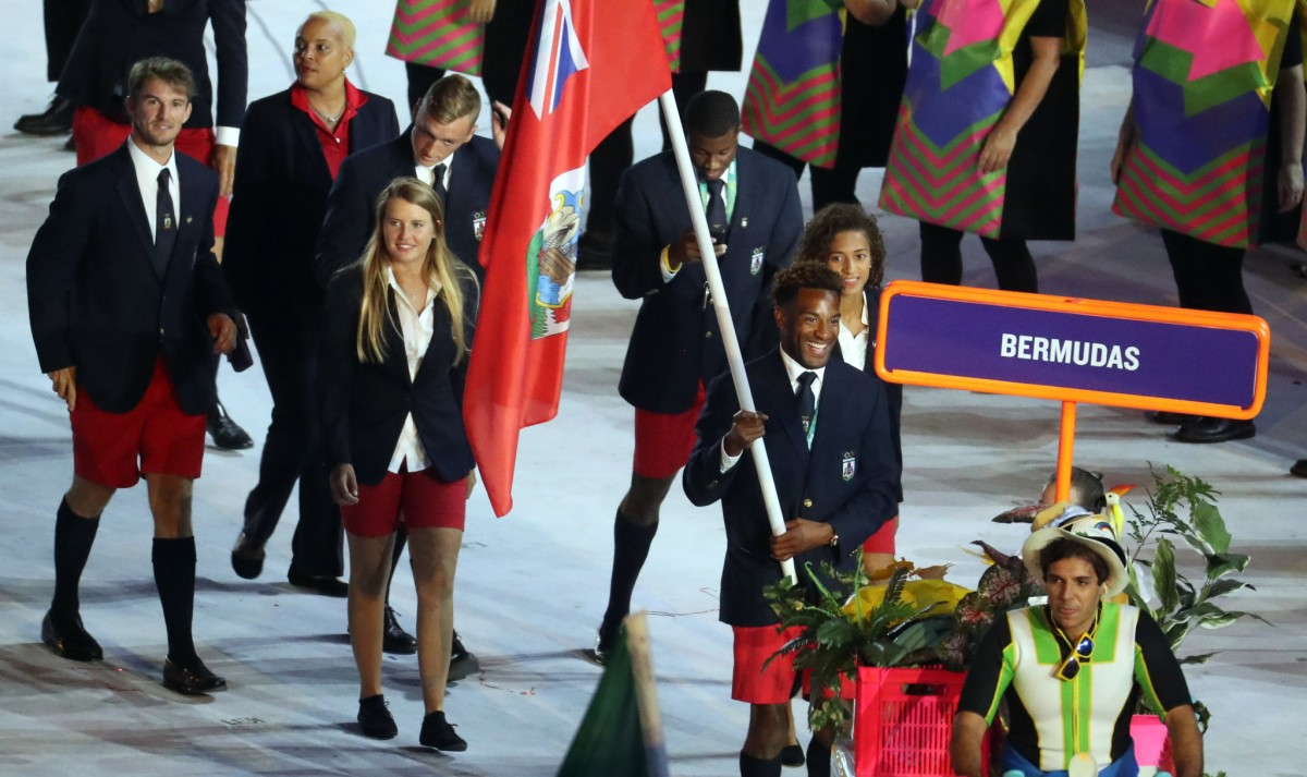 ct-bermuda-flagbearer-north-chicago-olympics-spt-0808-20160807